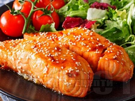 Глазирана сьомга със саке, соев сос и мирин на фурна - снимка на рецептата
